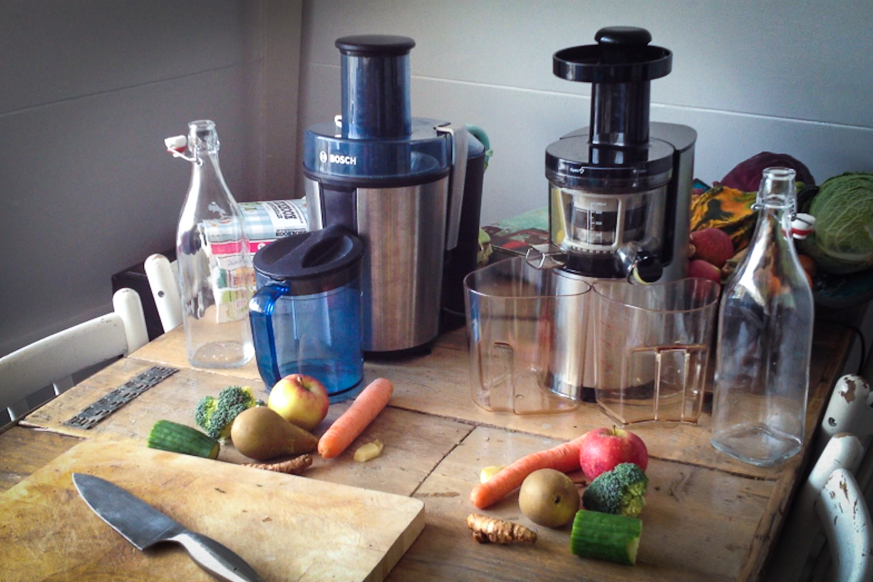 Slow Juicer Hurom Test : Review // Slow Juicer ft. Sapcentrifuge - Moderne Hippies