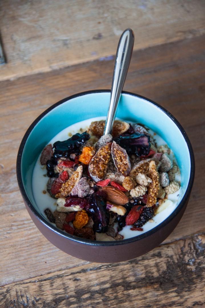 Goats Yogurt with home made superfoods granola // Rosalie's Recipes - rosalieruardy . c o m