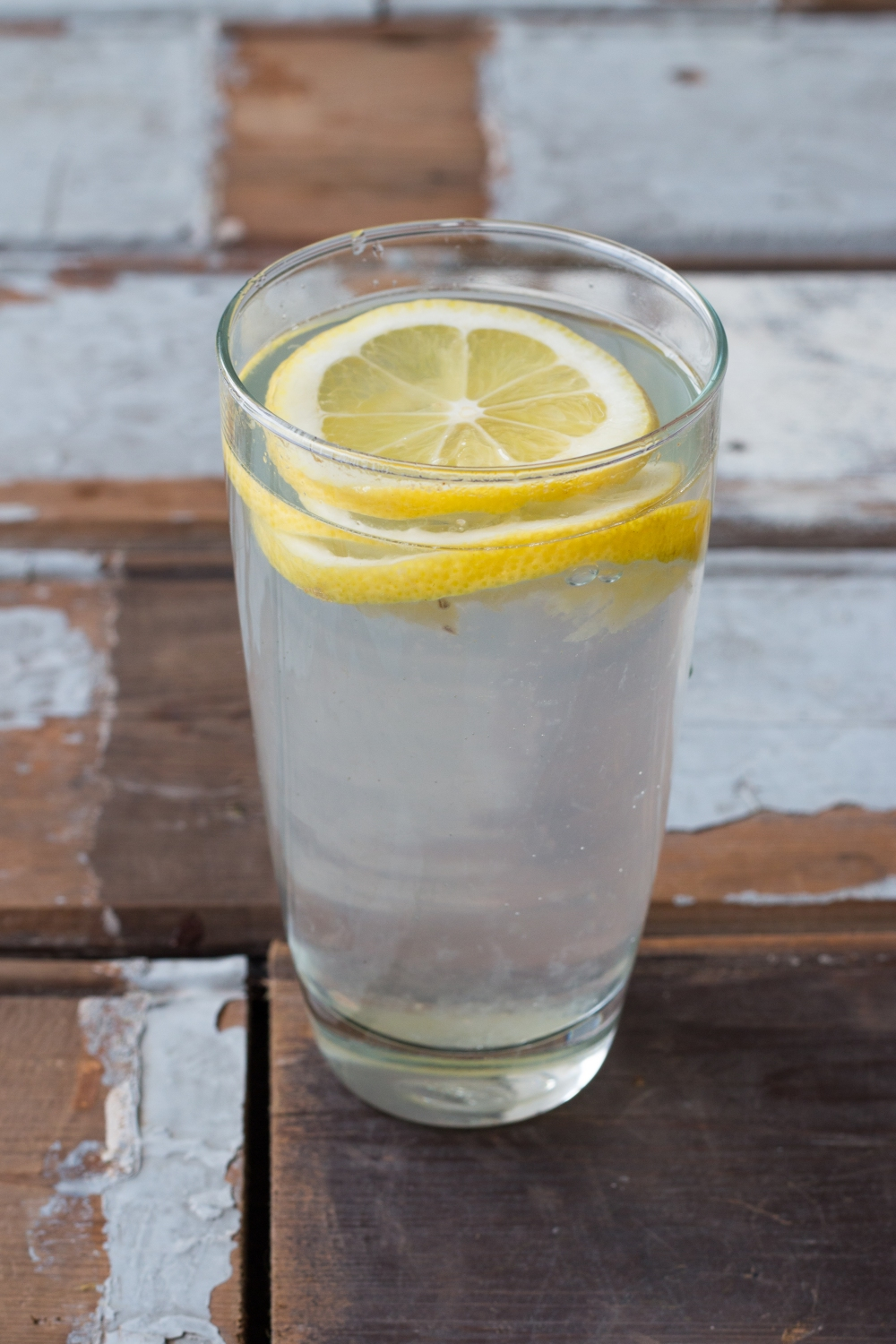 Detoxing // 8 reasons why you should drink warm lemon water