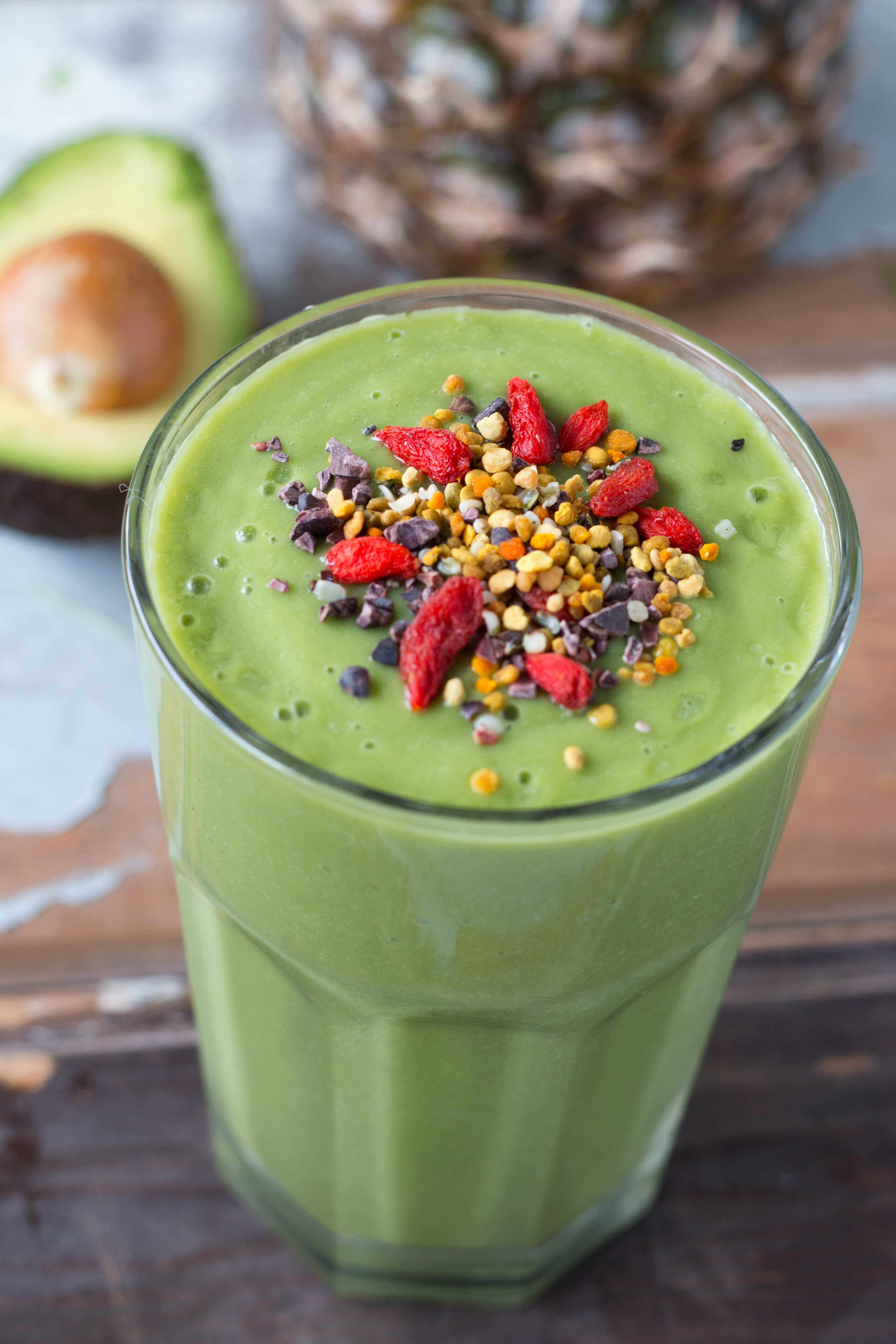 Slow Juicer Avocado : Juice Detox Smoothie with Superfoods by Rosalie Ruardy