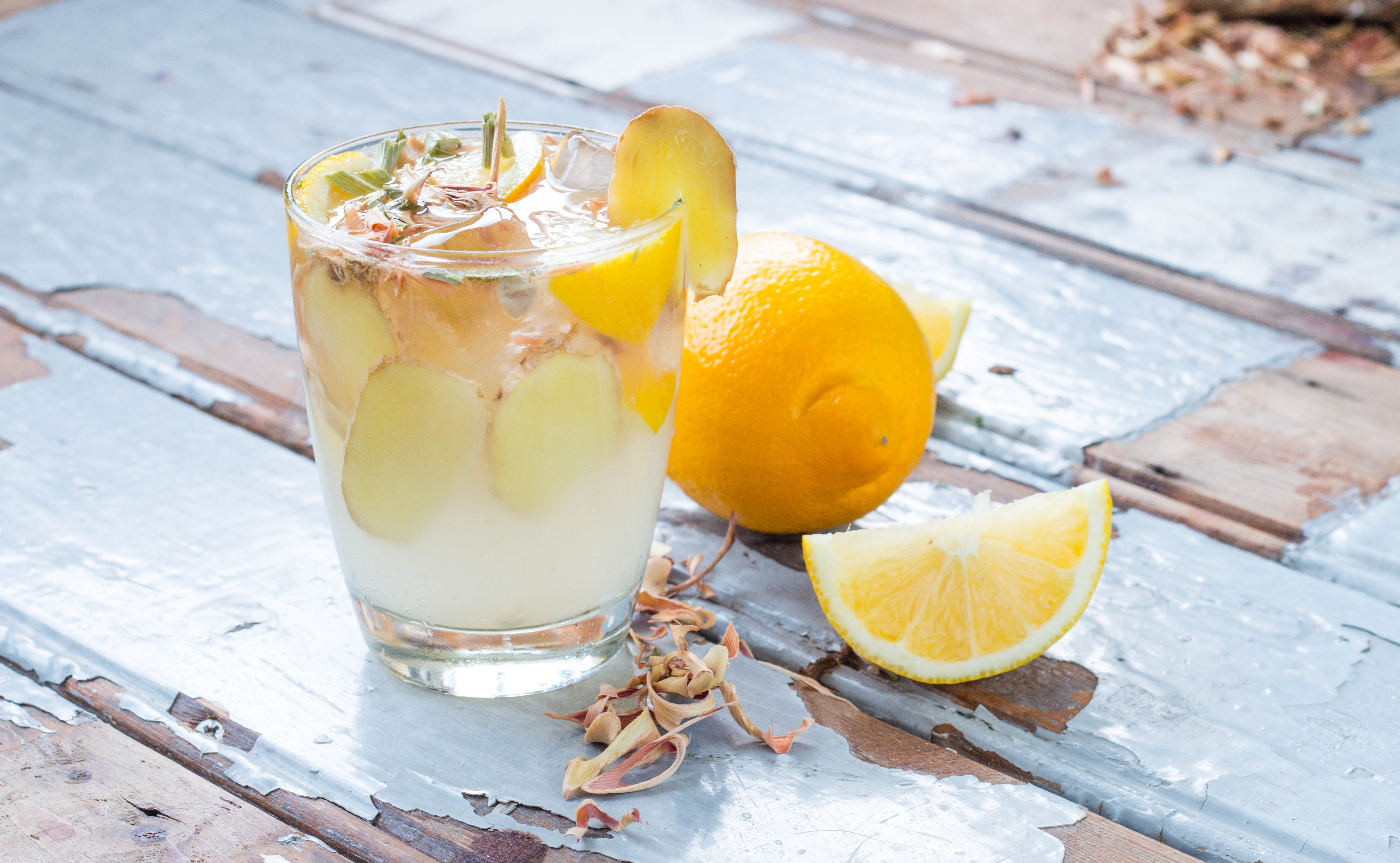 Ginger Fizz Mocktail // Rosalie Ruardy for Fairminds #healthy #ginger #mocktail #sour #spicy