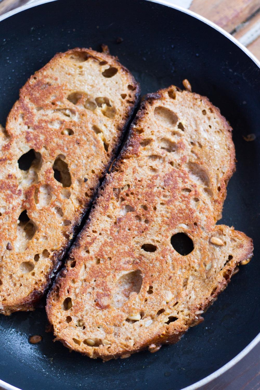 Healthy French Toast with Banana & Kiwi // by Rosalie Ruardy